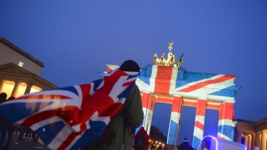 Das Brandenburger Tor erstrahlt in den britischen Farben