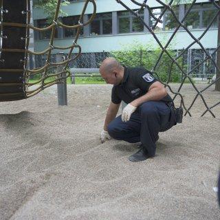 Polizist auf Drogen-Suche am Kottbusser Tor