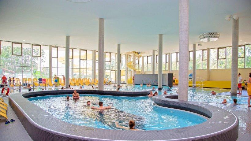 Blu er ffnet freizeitbad blu lockt familien ist for Schwimmbad billig