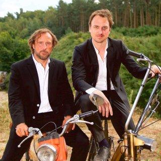 """Bjarne Mädel und Lars Eidinger am Set von """"25 km/h"""""""