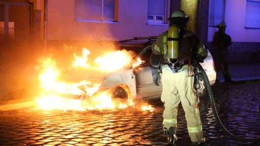 Ein Auto brennt in Lichtenberg