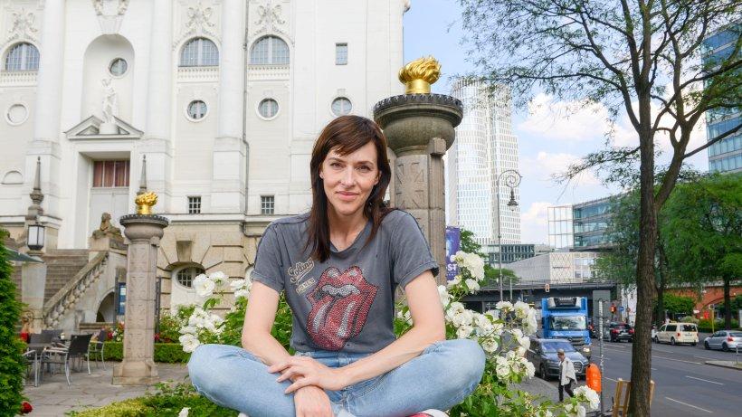 kim riedle ist die frau f r anti heldensagen leute in berlin promis prominente. Black Bedroom Furniture Sets. Home Design Ideas