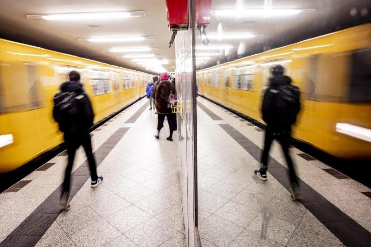 Pet Shop Boys-Video am U-Bahnhof Alexanderplatz gedreht