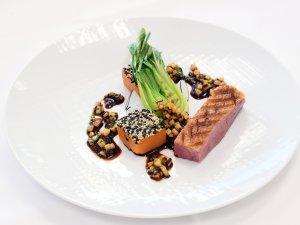 Krosse Entenbrust mit Süßkartoffel, Sesam, Ingwer, Pak Choi