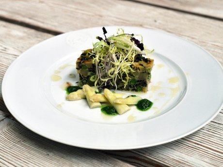 Spargeltortilla mit Morcheln, Erbsen und Bärlauch