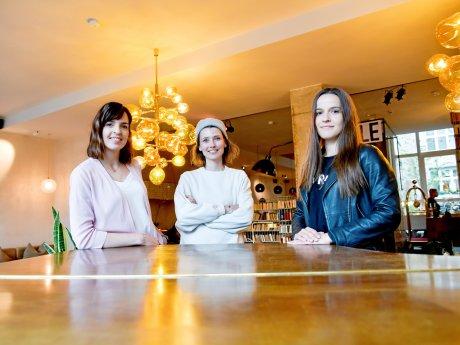 """Jeannine Kessler vom Restaurant """"Horváth"""", Nadine Michelberger vom Hotel """"Michelberger"""" und Susanna Glitscher vom Restaurant """"Brlo"""" (v.l.) gehören zu den Gründerinnen des Berlin Food Kollektivs."""