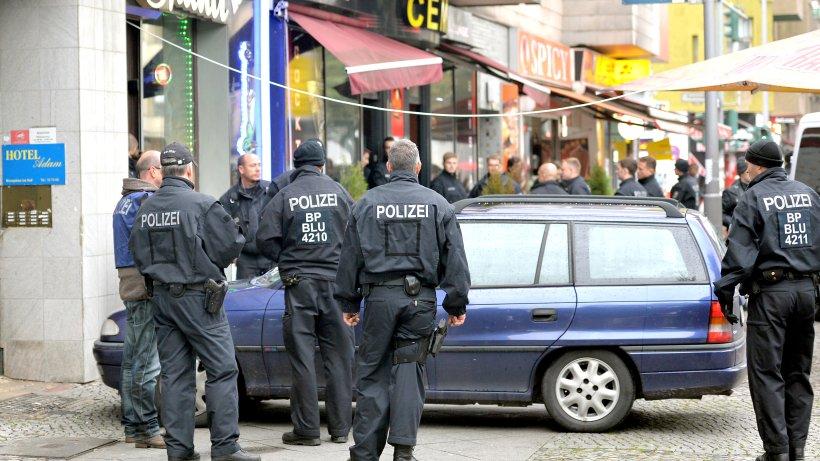 Razzia an 15 Orten in Berlin: Waffen und Autos beschlagnahmt