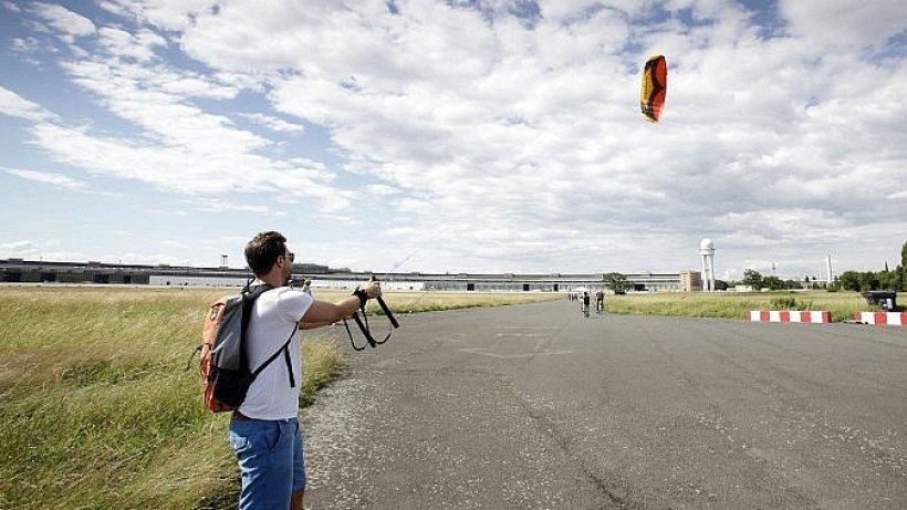 Tempelhofer Feld: Kite-Surfen auf Tempelhofer Freiheit wird ... - Berliner Morgenpost
