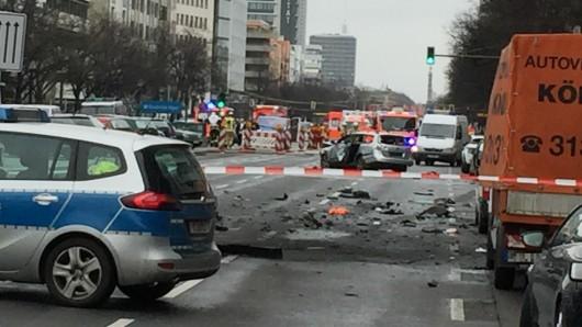 UCity West: Ein Auto ist in Berlin-Charlottenburg explodiert, ein Mann starb.