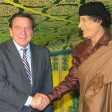 Bundeskanzler Gerhard Schröder trifft am 14.10.2004 in Tripolis Muammar el Gaddafi
