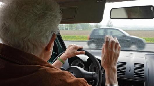 Kein Risiko eingehen: Bei einer schweren Altersdemenz dürfen Senioren nicht mehr ans Steuer