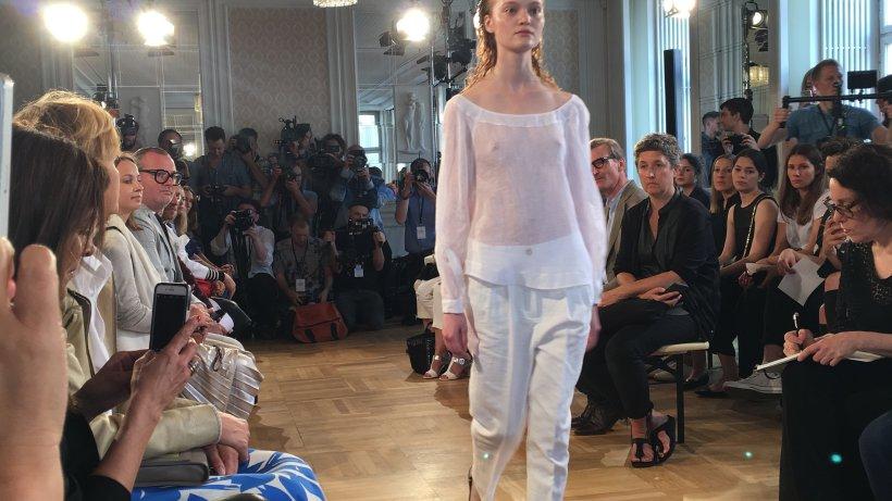 durchsichtiges und milla jovovic bei der fashion week