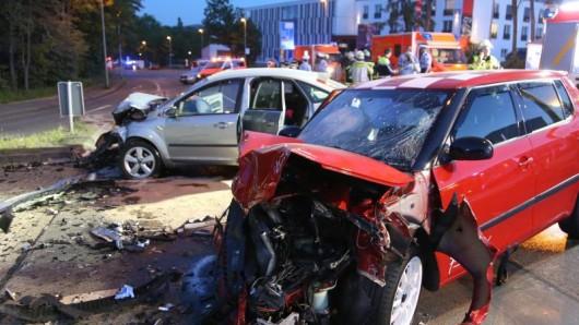 Zerstörte Fahrzeuge nach einem illegalen Autorennen (Archiv)