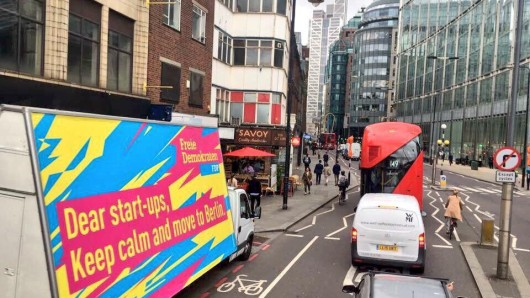 Ein FDP-Truck unterwegs in London