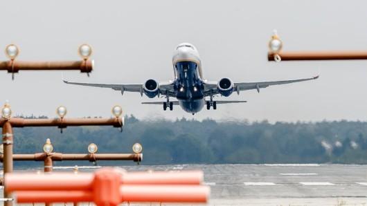 Mehrere Dutzend Beamte durchsuchten die Flughäfen am Dienstag.