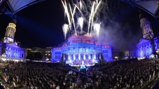 Feuerwerk über dem Konzerthaus