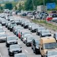 Ferienreiseverkehr aus und in Richtung Ostseeküste staut sich in Hamburg auf der Autobahn A1. Bundesweit kam es am Wochenende zu Hunderten Staus.