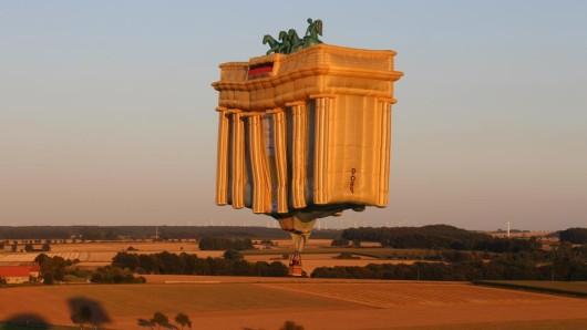 Fly, Brandenburger  Tor, fly!