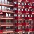 Zahlreiche Balkone und Terrassen an einem Neubau eines Wohnhauses