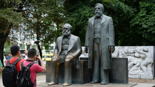 Ins Abseits geraten: das Marx-Engels-Denkmal in Mitte