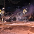 Zwei Autos wurden durch das Feuer komplett zerstört