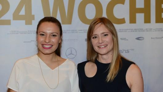 Filmpremiere in Berlin: Regisseurin und Drehbuchautorin Anne Zohra Berrached (links) und Schauspielerin Julia Jentsch (rechts)