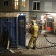 Eine Polizeistreife konnte mit einem Feuerlöscher die Flammen zuerst eindämmen.