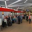 reisende am Flughafen Tegel: Bei den Lufthansa-Töchtern Eurowings und Germanwings hat ein Streik der Flugbegleiter begonnen