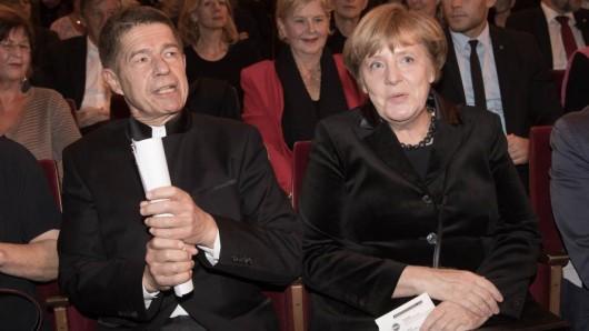 Joachim Sauer und Angela Merkel beim Konzert von Wolf Biermann