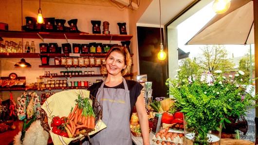 """Käse, Fleisch, Wurst und jede Menge Gemüse verkauft Janina Streich in ihrem Laden """"Anna vom Feld"""""""