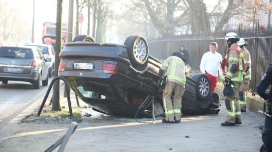 In Lichtenberg überschlug sich ein Auto wegen der Glätte auf der Straße