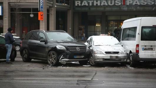 Bei dem Crash wurden mehrere Autos zusammengeschoben