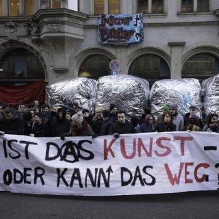 """Studenten-Protest an der HU mit einer """"Kunst""""-Aktion – eine Anspielung auf den Namen der Präsidentin"""