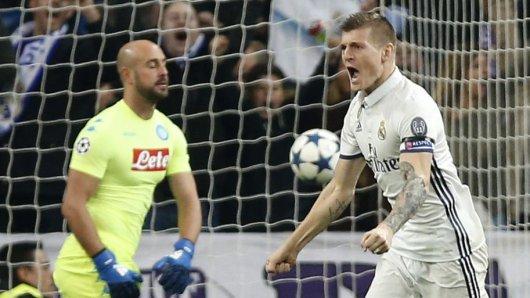 Toni Kroos jubelt über seinen Treffer zum 2:1