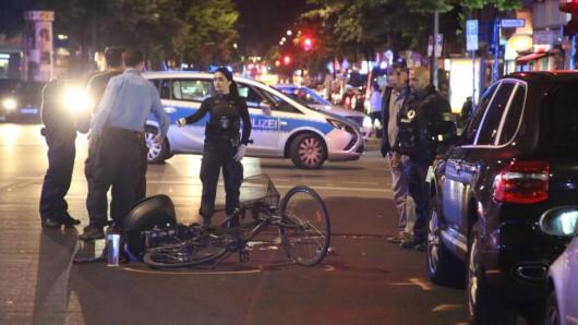 Ein Radfahrer stürzte schwer, weil ein Autofahrer plötzlich die Tür aufriss