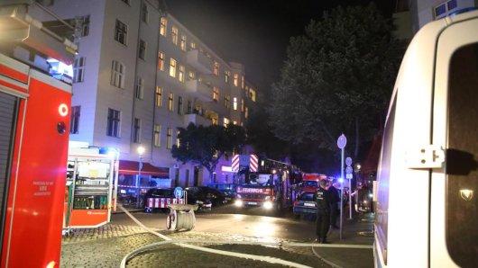 Die Feuerwehr wurde bei Löscharbeiten an der Lüderitzstraße von Schaulustigen behindert