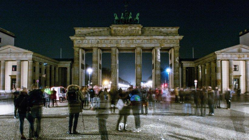 """""""Earth Hour"""": Eine Stunde Dunkelheit in Berlin fürs Klima"""