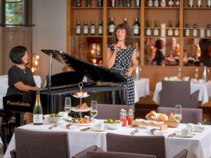 Neben dem Jazzbrunch gibt es im Duke auch Brinner: Süß-herzhaftes Tischbüfett inklusive Crémant und Livemusik mit dem Duo Carolyn Del Rosario & Desney Bailey sonntags zwischen 16.30 bis 19.30 Uhr