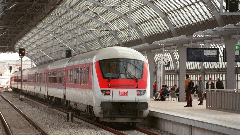 """Berlin Spandau: Hund """"Coco"""" lässt Herrchen im Zug sitzen"""