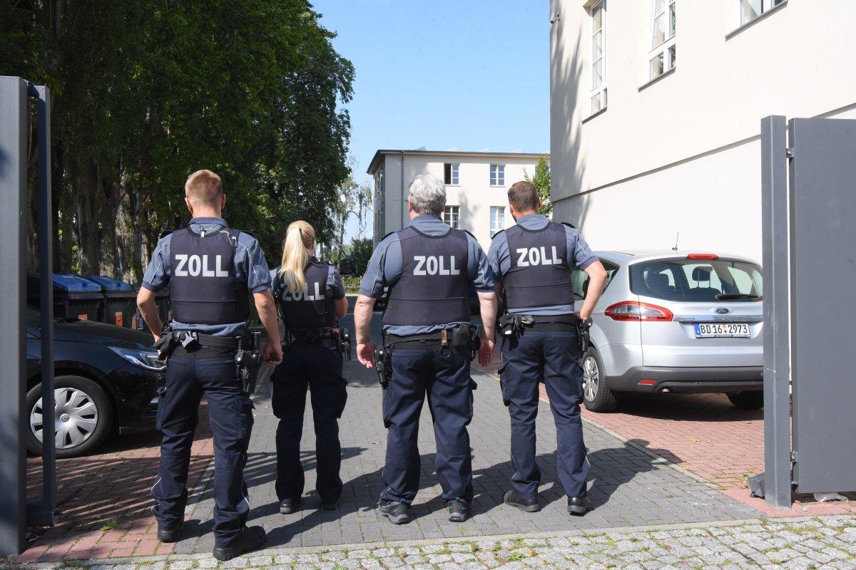 Berlin: Razzia wegen Verdachts auf Menschenhandel - 1900 Beamte im Einsatz