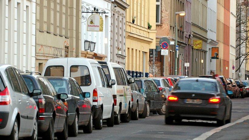 Berlin: Linke wollen Parkplätze reduzieren – Scharfe Kritik