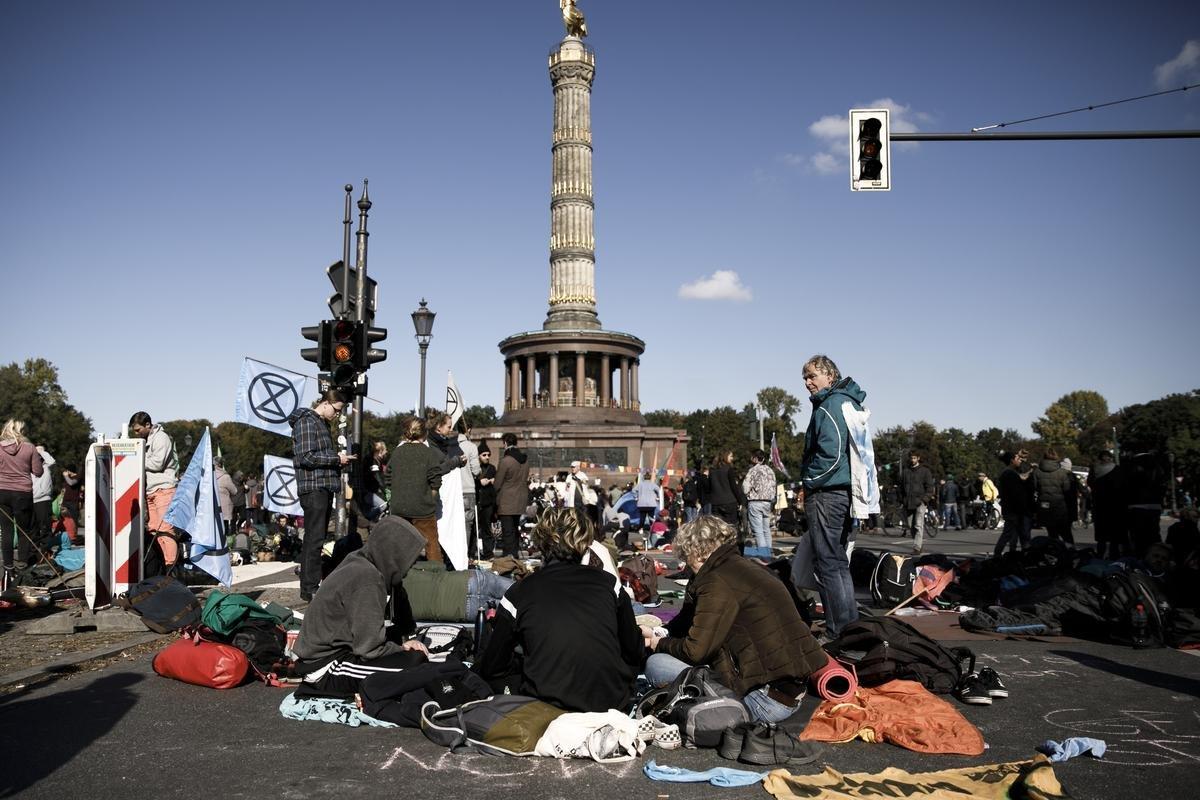 Extinction Rebellion in Berlin: Polizei verhandelt mit Demonstranten