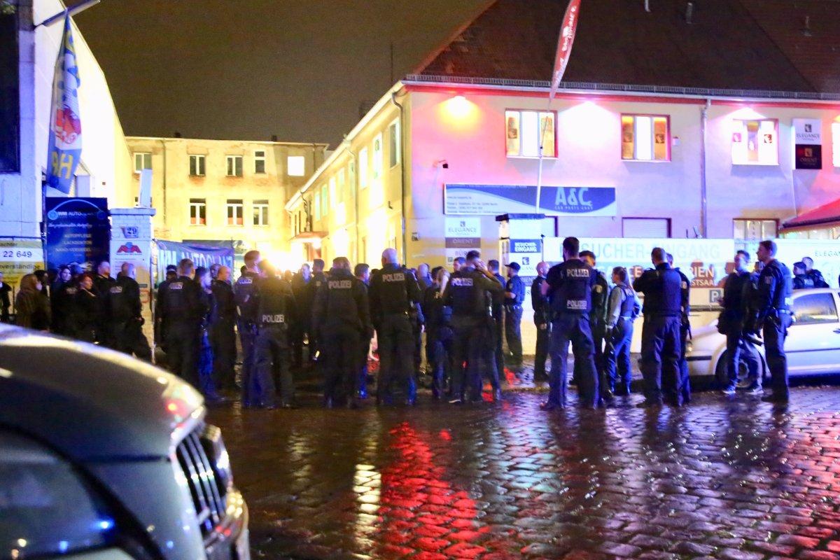 Berlin-Tempelhof: Massenschlägerei bei Familienfeier - 14 Verletzte. Polizei im Großeinsatz.