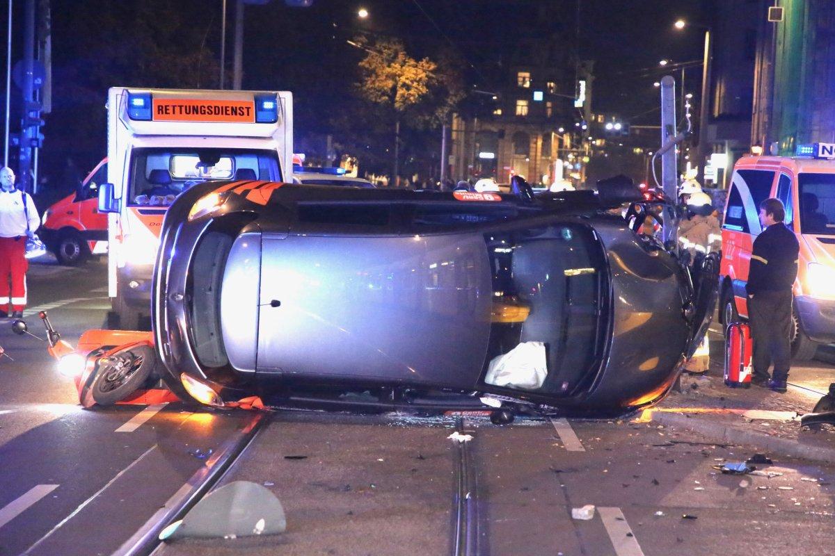E-Auto und E-Roller: Wieder schwerer Unfall an der Invalidenstraße in Mitte
