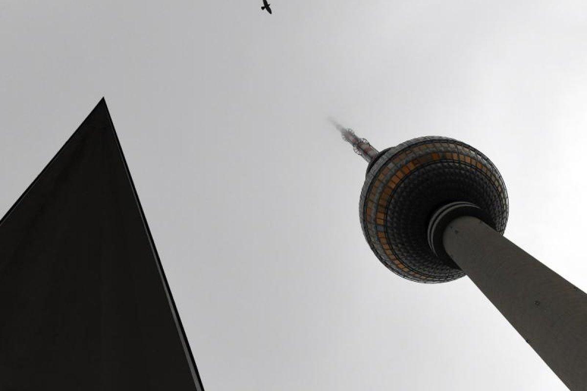 Dichte Wolken und Regen in Berlin und Brandenburg