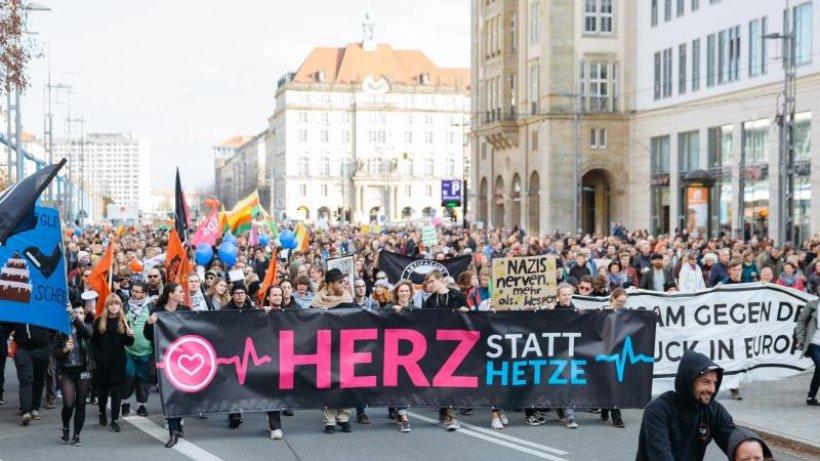 Tausende wollen in Dresden gegen Pegida demonstrieren
