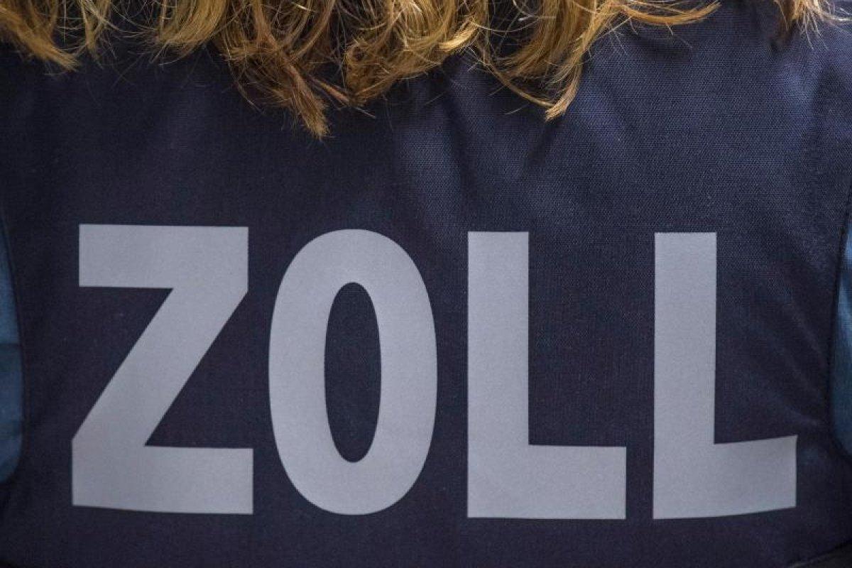 A12 in Frankfurt (Oder): Zoll stellt illegale Feuerwerkskörper sicher