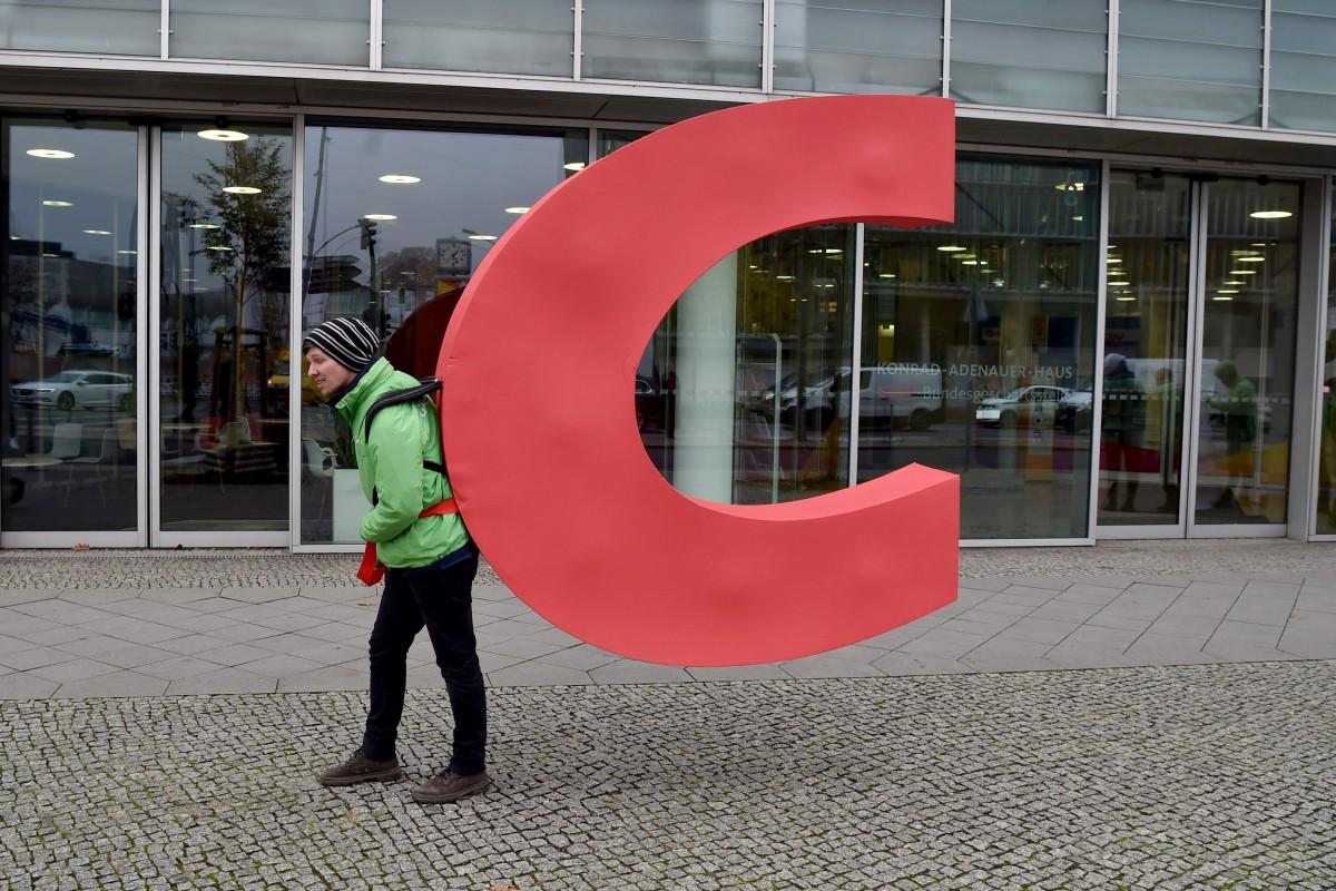 Greenpeace-Aktivisten klauen der CDU das C
