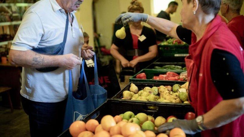 Berliner Tafel gibt Lebensmittel an Bedürftige weiter