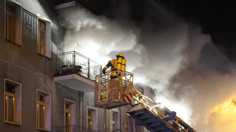 Polizei und Feuerwehr: Berlin Lichtenberg - Brand in Wohnhaus